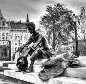 La statua di Attila Jozsef a Budapest