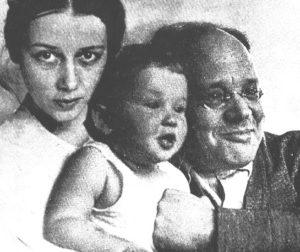 Isaak Babel con Antonina e la figlia