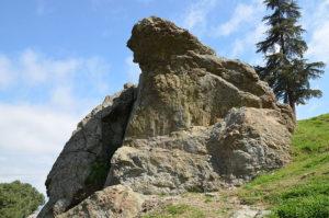 La roccia piangente sul monte Sipilo, Manisa, in Turchia, conosciuta come Niobe