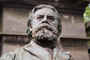 Buste de Jules Vallès par Jean Carlus, au Père Lachaise